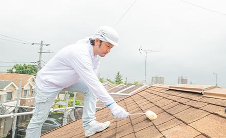 屋根塗装は外壁よりもワンランク上の塗料を!