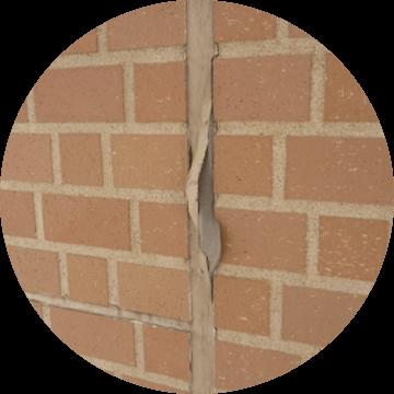 プライマーの塗り忘れ、塗りむらによるコーキング材の界面剥離